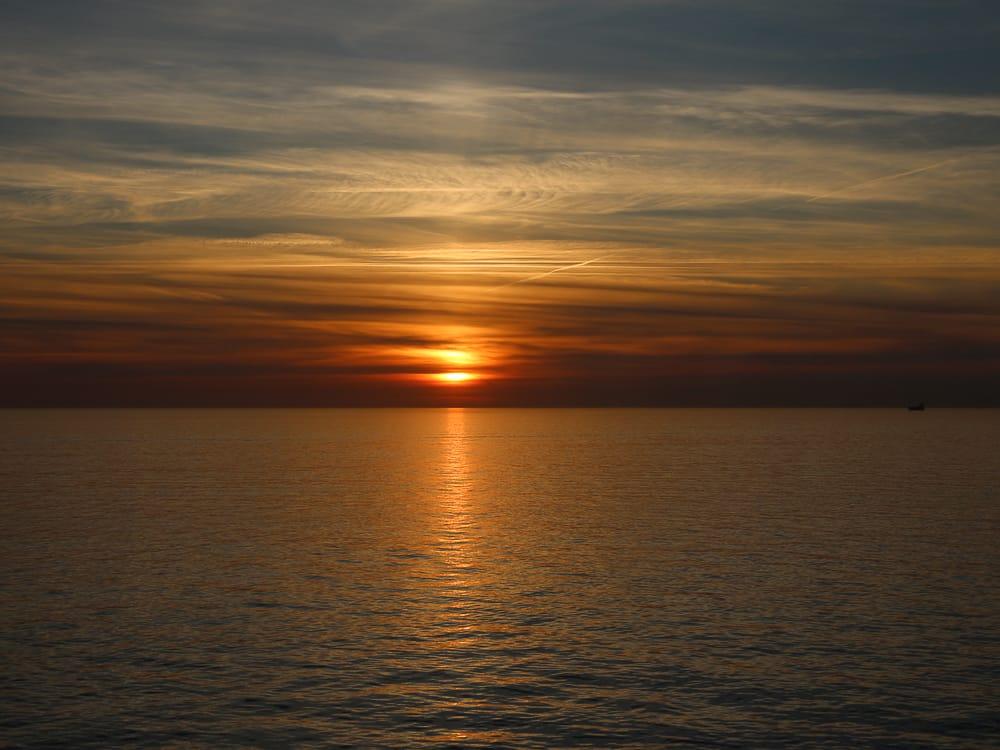 Sonnenuntergang auf einer Minikreuzfahrt Kurzkreuzfahrt