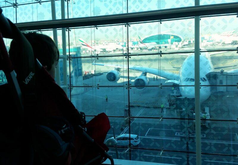 Unser Sohn wartet auf den Weiterflug nach Bangkok in Dubai