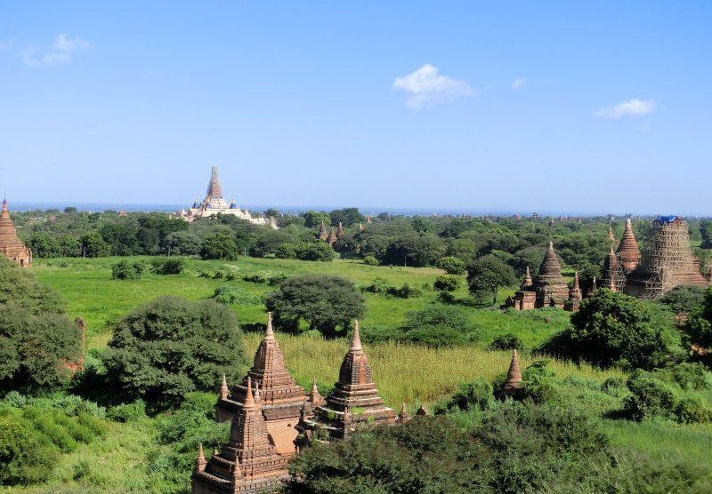 Blick von der Shwesandaw Pagode in Bagan unsere Myanmar Urlaub Kosten