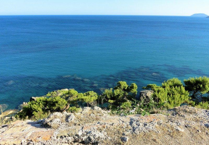 Ausblick vom Friedhof übers Meer in Koroni