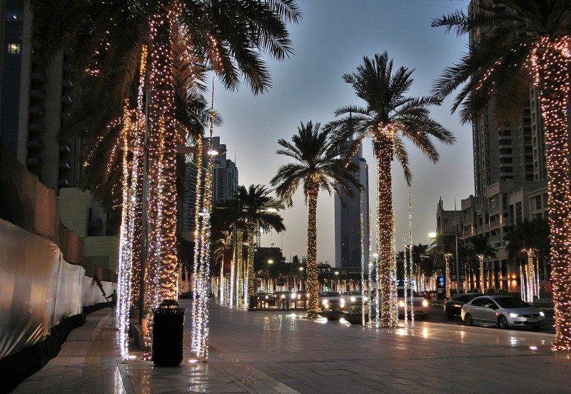 Dubai mit Kindern beim abendlichen Spaziergang Downtown Business Bay entdecken