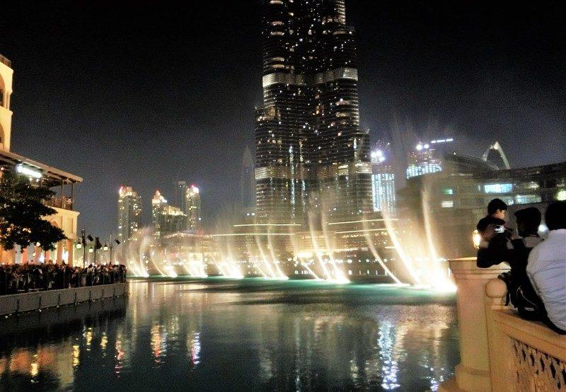 Wasserspiele in Dubai mit Kind