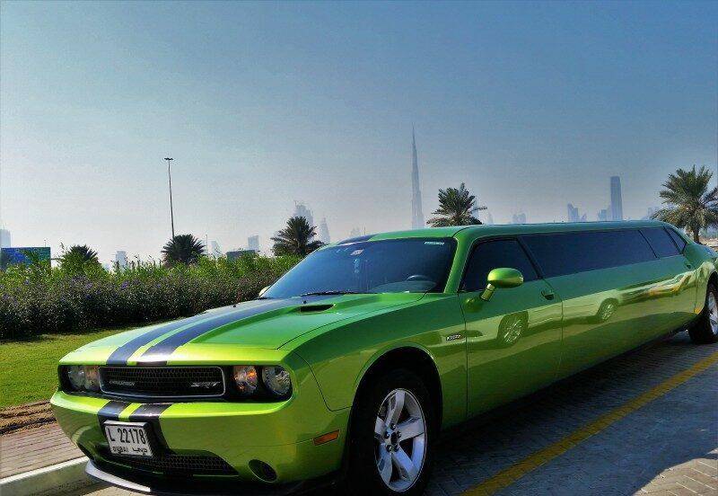 Dubai Autos Stretchlimousine Dodge Challenger