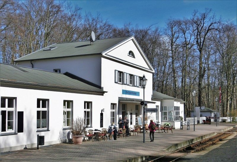 Mecklenburgische Bäderbahn Molli am Bahnhof Heiligendamm