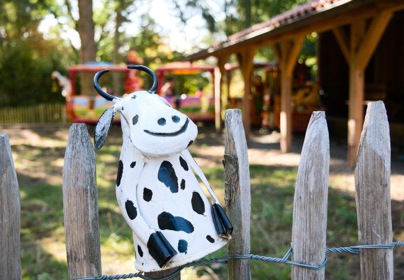 Witzige Figur einer Kuh im Tierpark Essehof