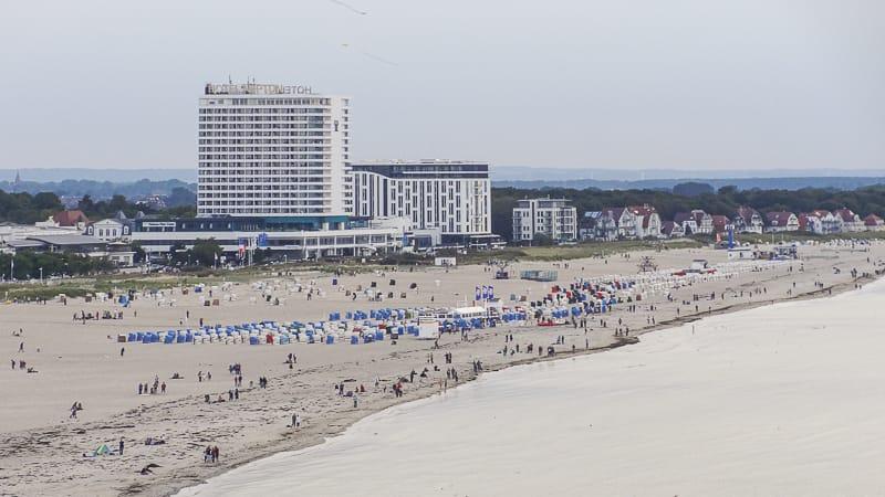 Strand in Warnemünde beim Ausflug in Rostock mit Kind
