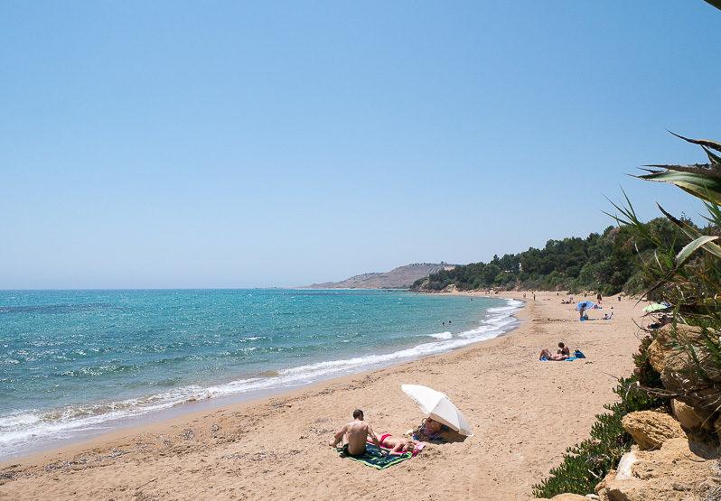 Sonnenbaden am Sizilien Strand in Sciacca