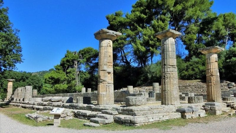 Säulen im antiken Olympia auf dem Westpeloponnes