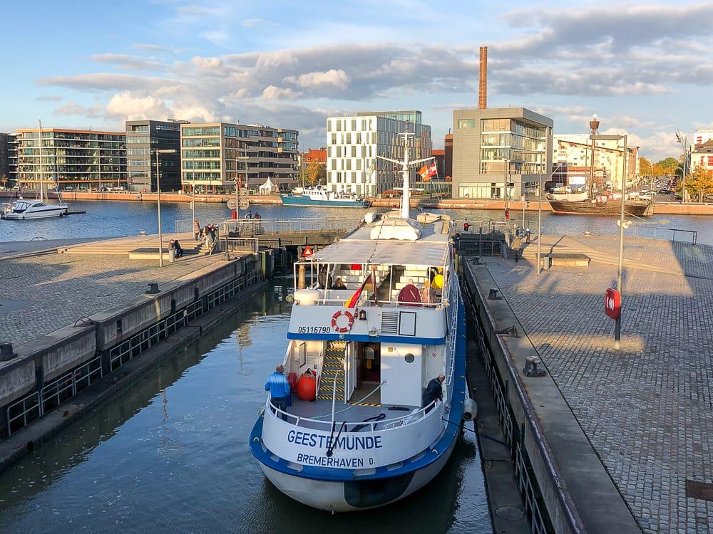 Schleuse Neuer Hafen in Bremerhaven Sehenswürdigkeiten mit Kind