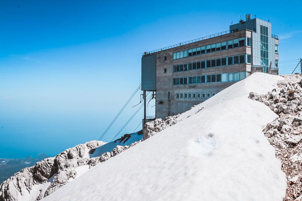 Olympos Seilbahn in Kemer mit Schnee in Antalya