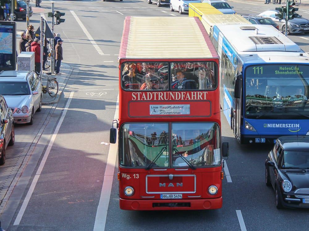Ein Bus für eine Stadtrundfahrt Hamburg