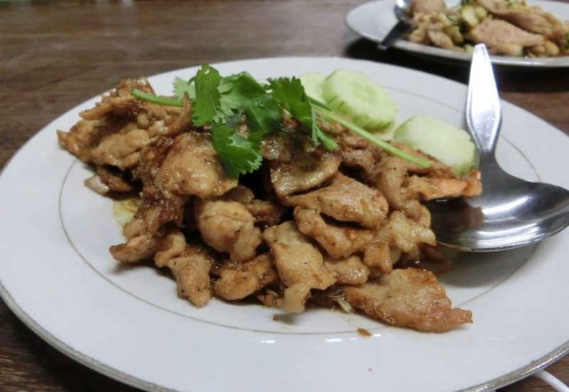 Thai Gericht Moo Tod Kra-tiem Prik-tai - Pork Garlic Pepper