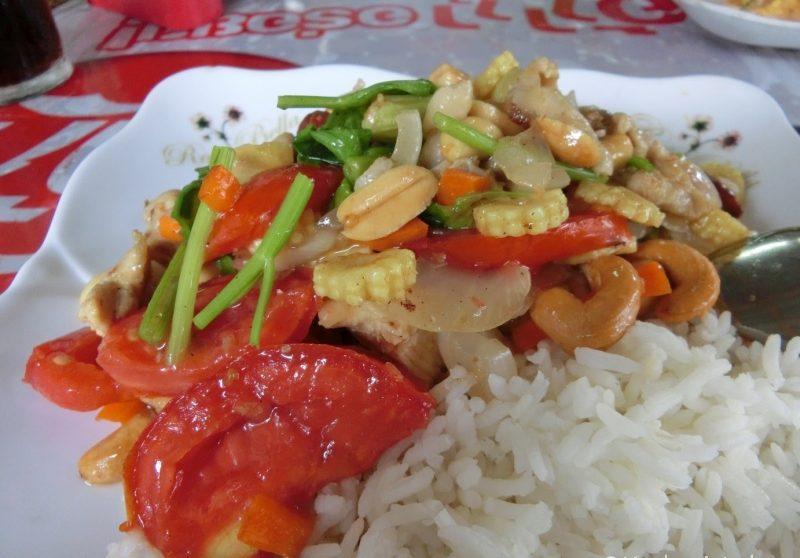 Thai Gericht Gai Pad Med Mamuang - Huhn mit Cashewkernen