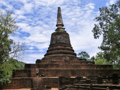 Wat Khao Phnom Pleun Si Satchanalai